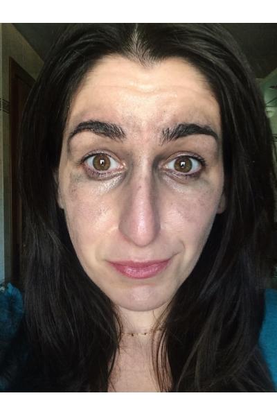 Sciolgo il make-up con l'olio denso e spavento il mio ragazzo