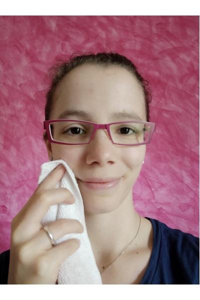 Pulizia del viso con PANNO IN MICROFIBRA